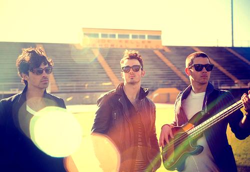 Jonas+Brothers+Pom+Poms+2013